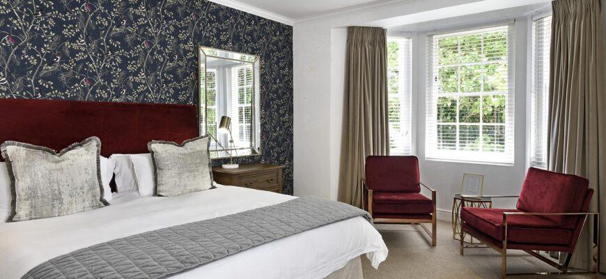 Bedroom Sleep Bed Hotel Room  - peterweideman / Pixabay
