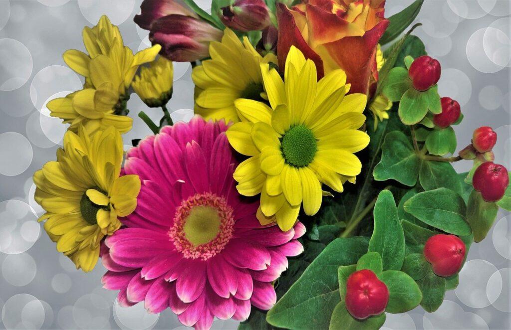 Flowers Bouquet Gerbera Asters  - monika1607 / Pixabay