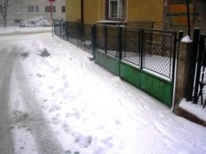 Města nezvládají úklid sněhu z chodníků