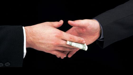 Pomůže rozhodnutí Nejvyššího soudu omezit korupci mezi úředníky a politiky?