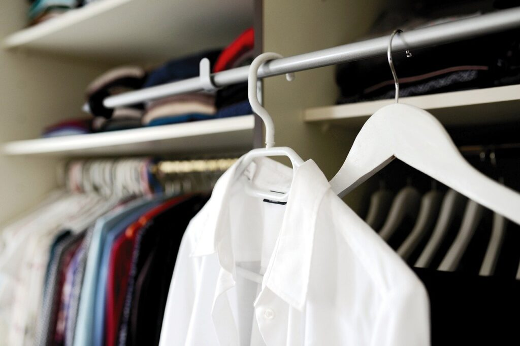 Wardrobe Coat Hanger Dressing Room  - congerdesign / Pixabay